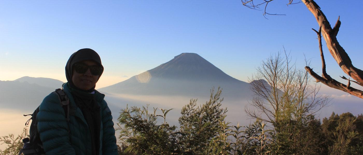 7 Pilihan Jaket yang Cocok untuk Pendaki Wanita Rekomendasi Travel Blogger Lina W. Sasmita
