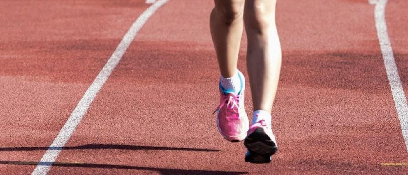 10 Rekomendasi Perlengkapan yang Perlu Dimiliki Wanita untuk Memulai Olahraga Lari