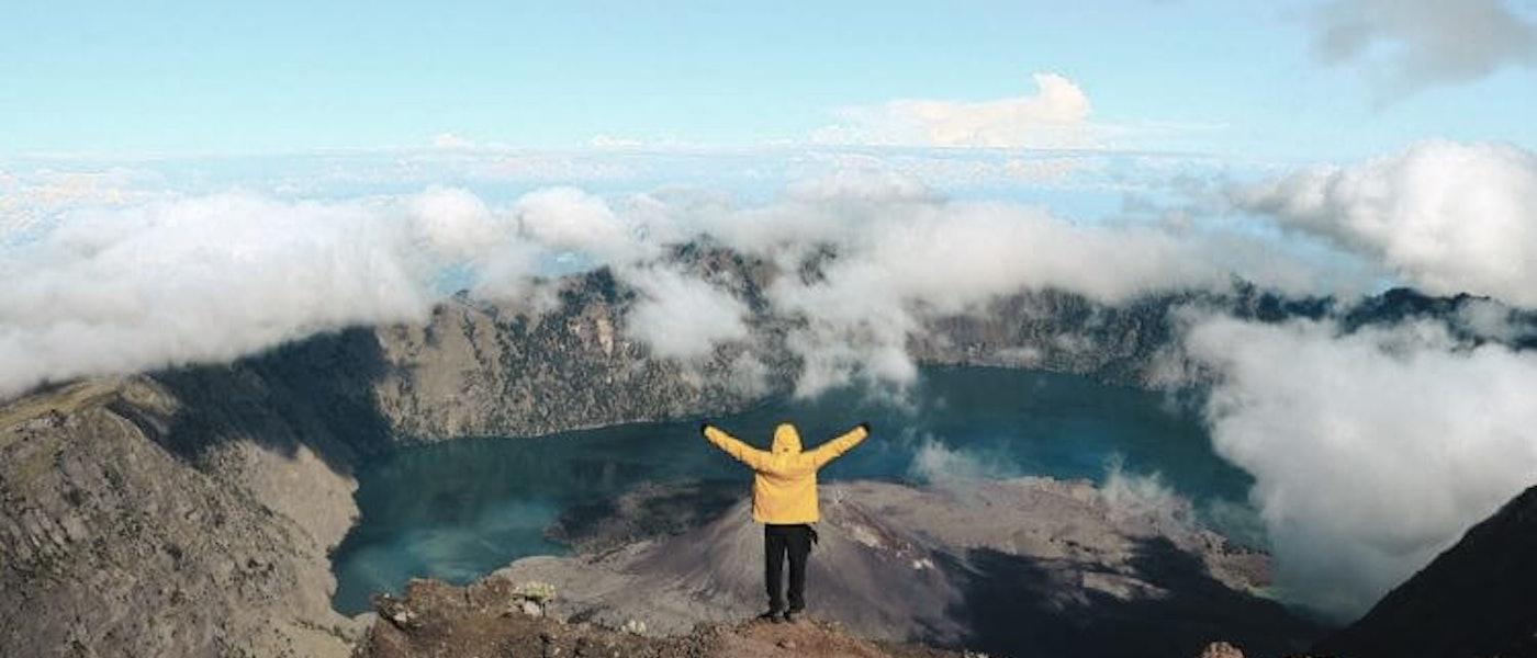 8 Barang yang Perlu Dipersiapkan untuk Melakukan Ultralight Hiking Rekomendasi Travel Blogger Dendy