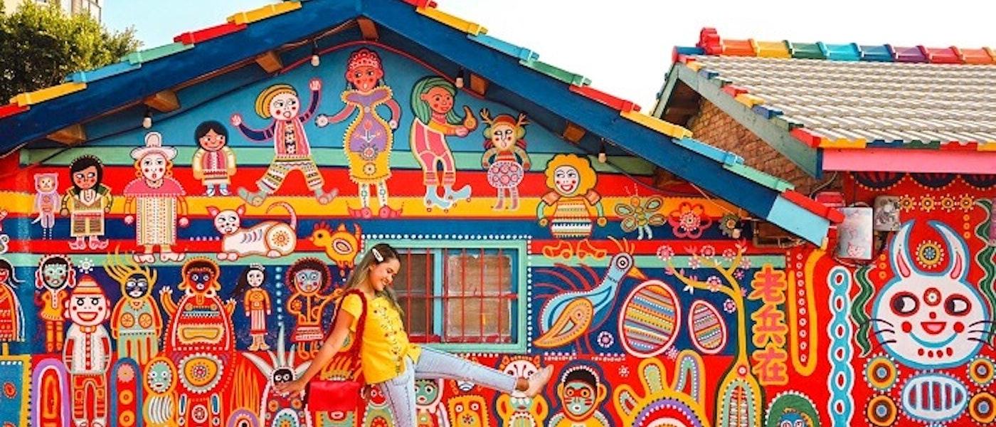 7 Pilihan Outfit yang Colorful untuk Travelling Rekomendasi Travel Blogger Jennifer Anandary