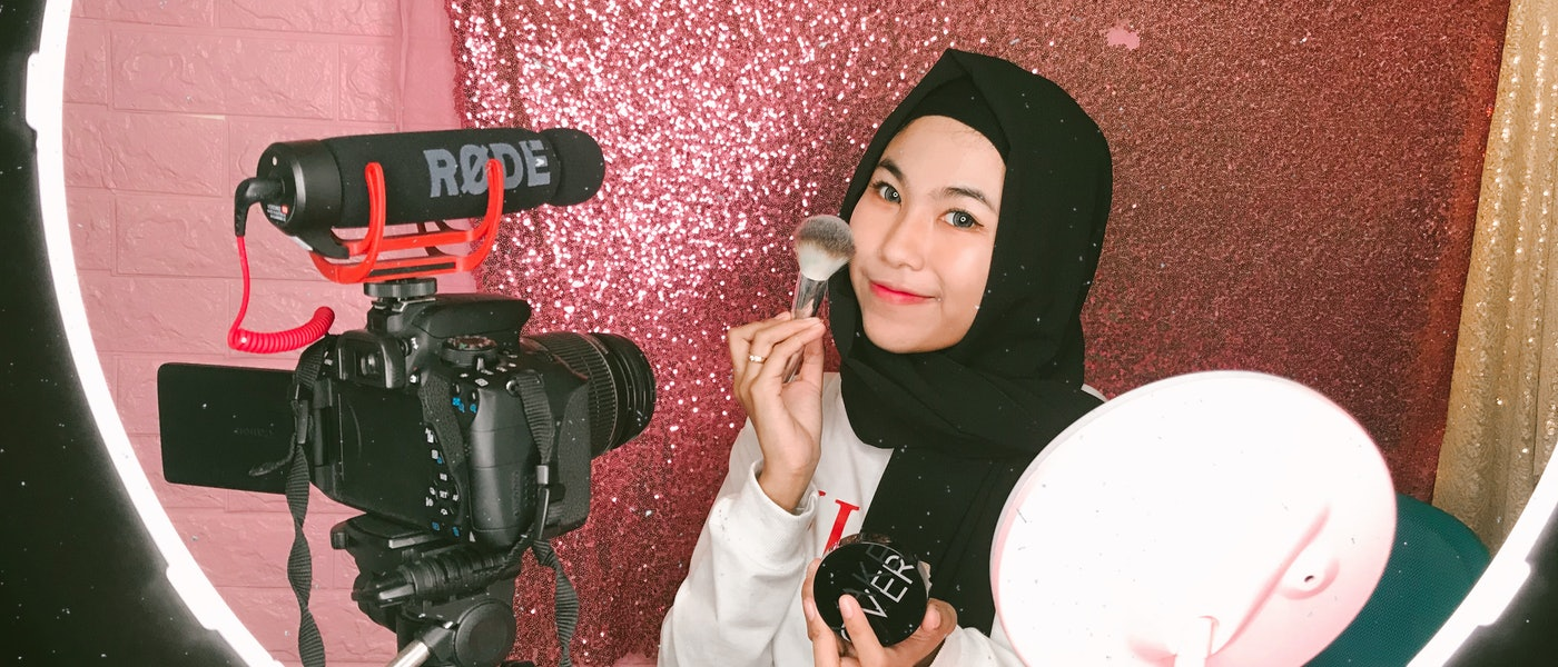 10 Perlengkapan untuk Membuat Beauty Vlog di YouTube Rekomendasi Beauty Vlogger Dyah Fadillah