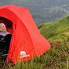 7 Rekomendasi Produk Pendukung Hiking untuk Pendaki Berhijab