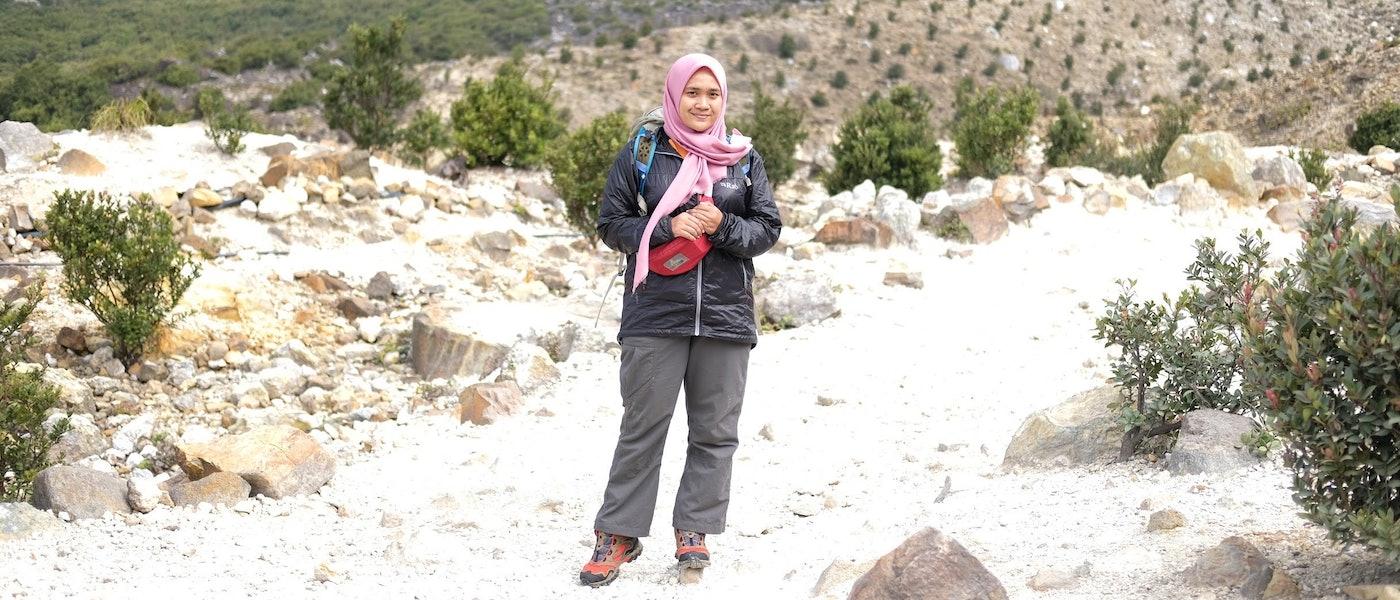 8 Rekomendasi Perlengkapan Camping di Gunung untuk Wanita