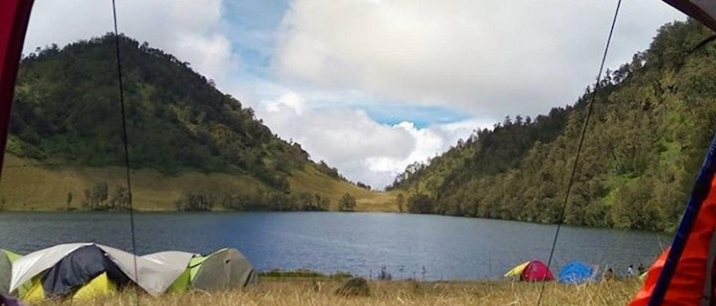 7 Peralatan Mendaki Gunung Bagi Pendaki Wanita Rekomendasi Travel Blogger lla Rizky Nidiana