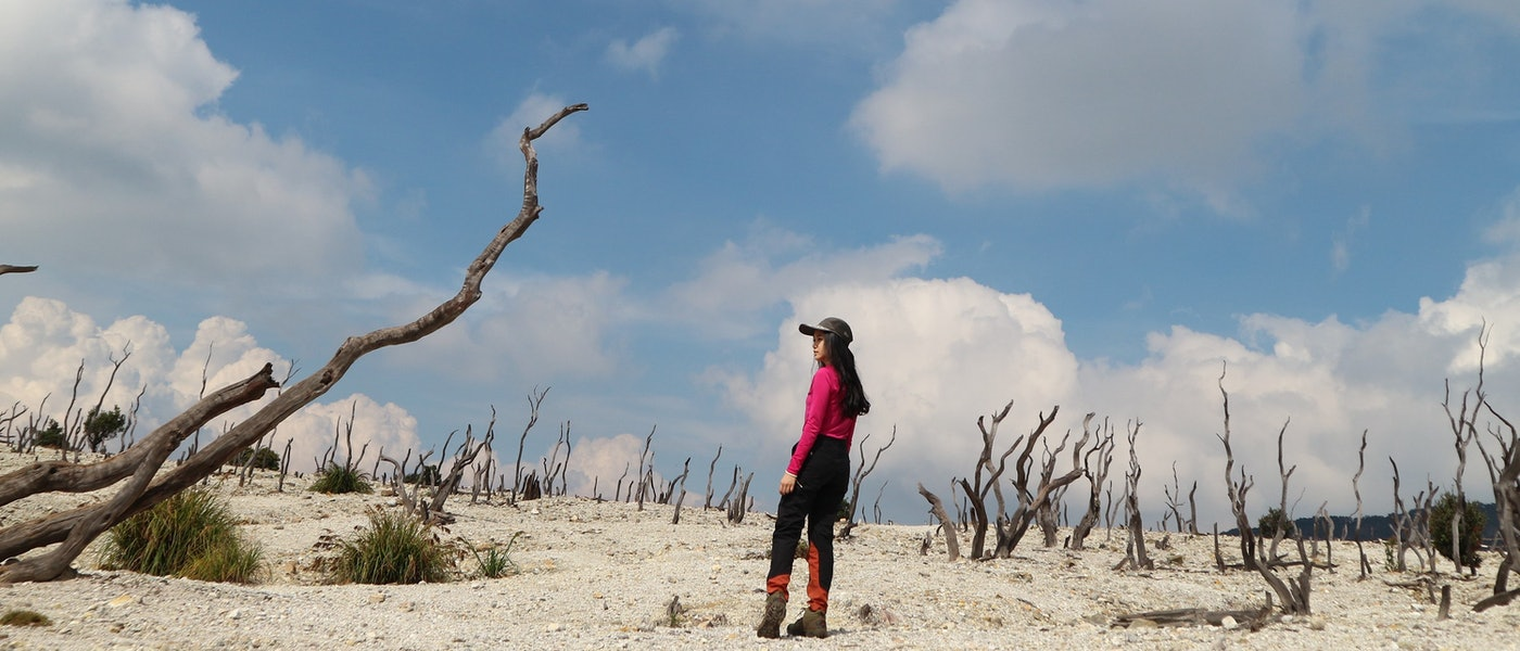 10 Outfit Wanita agar Tetap Nyaman dan Cantik Saat Mendaki Gunung Rekomendasi Travel Blogger Irene Komala