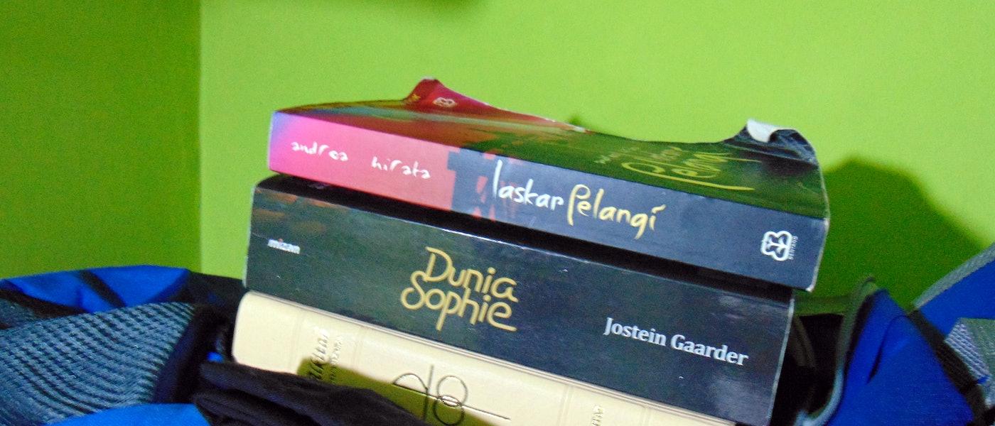 7 Novel Pilihan untuk Mengisi Waktu Selama #DiRumahAja Rekomendasi Lifestyle Blogger Muhammad Rifqi Saifudin