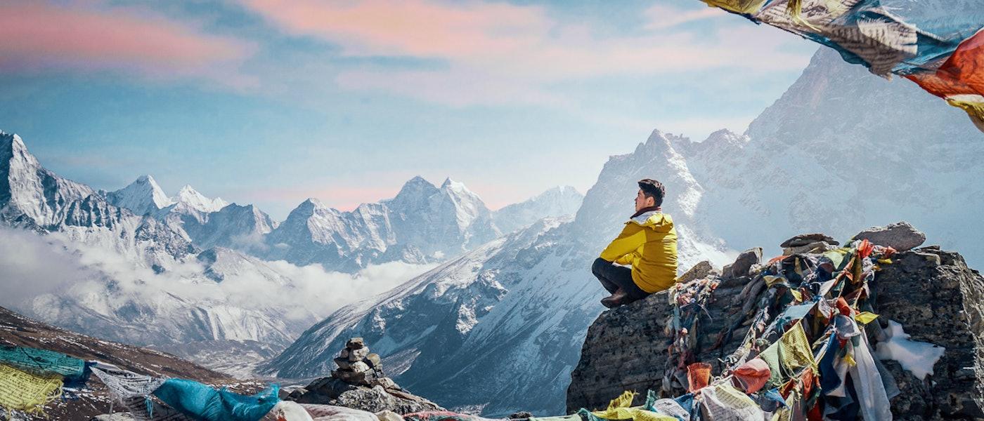 8 Rekomendasi Perlengkapan untuk Trekking di Gunung Bersalju