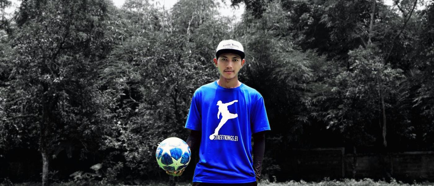 7 Sepatu Keren dan Stylish yang cocok untuk Freestyle Football Rekomendasi Freestyle Footballer Ady Rikudo