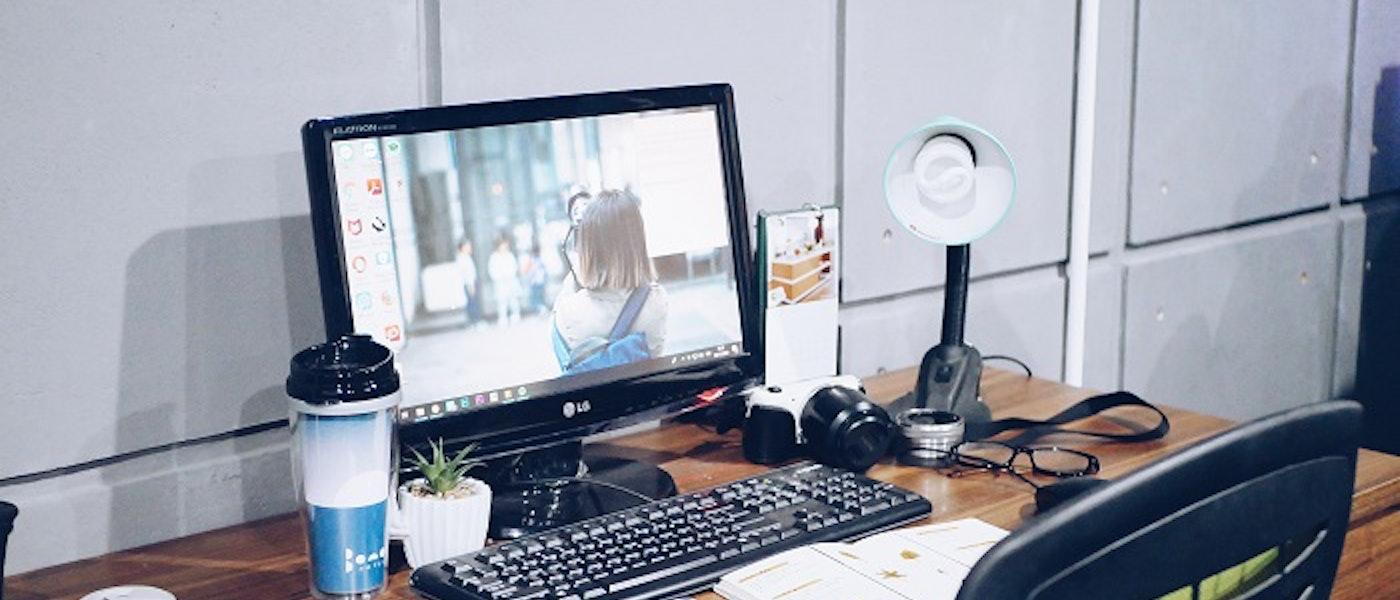 9 Produk yang Wajib Ada di Meja Kerja dan Bikin Mood Bekerja Baik Rekomendasi Lifestyle Blogger Mutia Nurul Rahmah