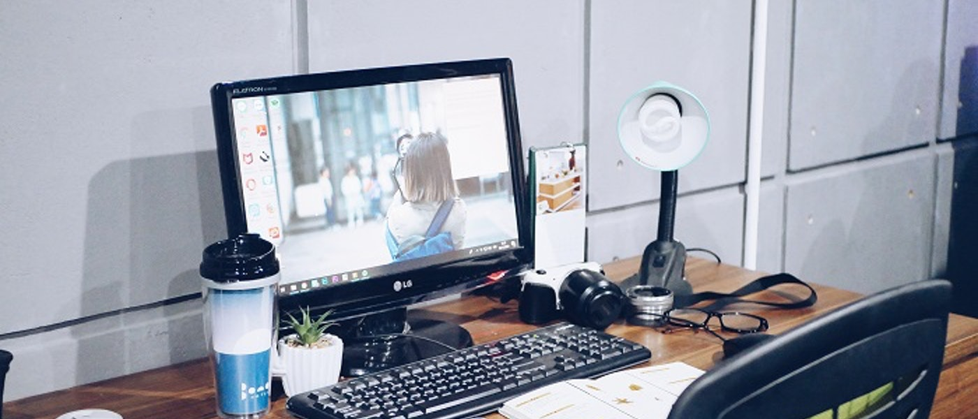 9 Rekomendasi Produk yang Wajib Ada di Meja Kerja dan Bikin Mood Bekerja Baik