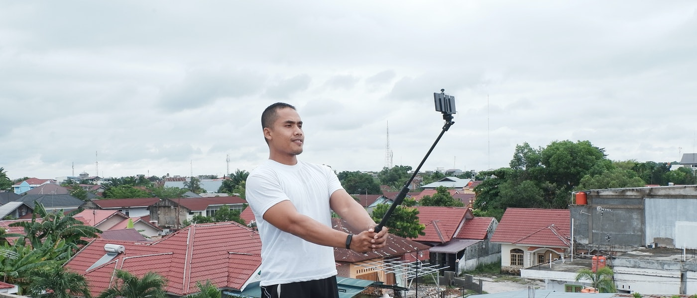 7 Aksesori Smartphone yang Sebaiknya Dibawa Saat Traveling Rekomendasi Travel Blogger Mirwan Choky