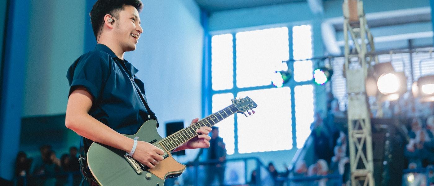 Hobi: 8 Perlengkapan untuk Produksi Musik dengan Gitar Akustik Rekomendasi Ezra Mandira