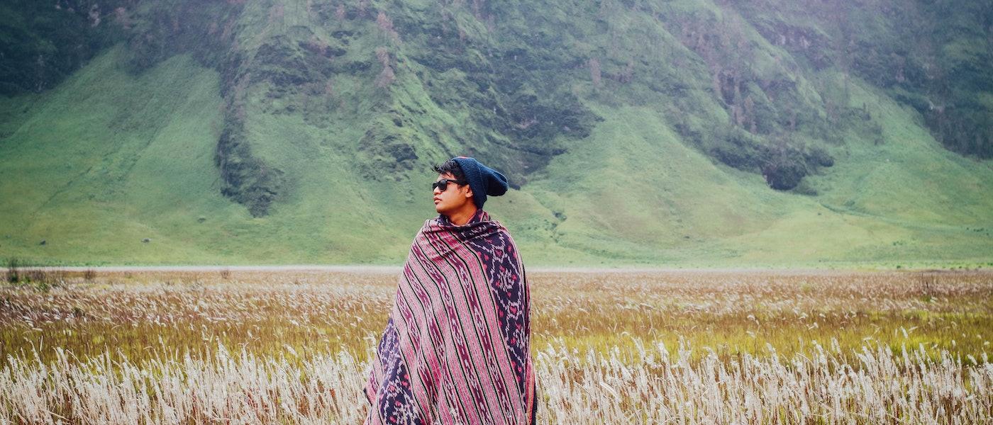 7 Produk Fashion Simpel yang Nyaman Dipakai Travelling untuk Pria Rekomendasi Travel Blogger Alid Abdul
