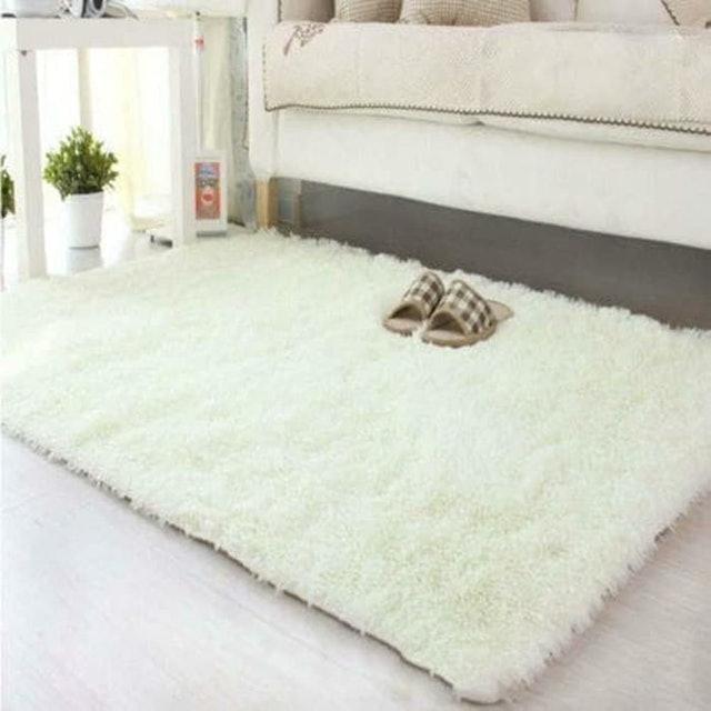 Karpet Bulu Putih 1