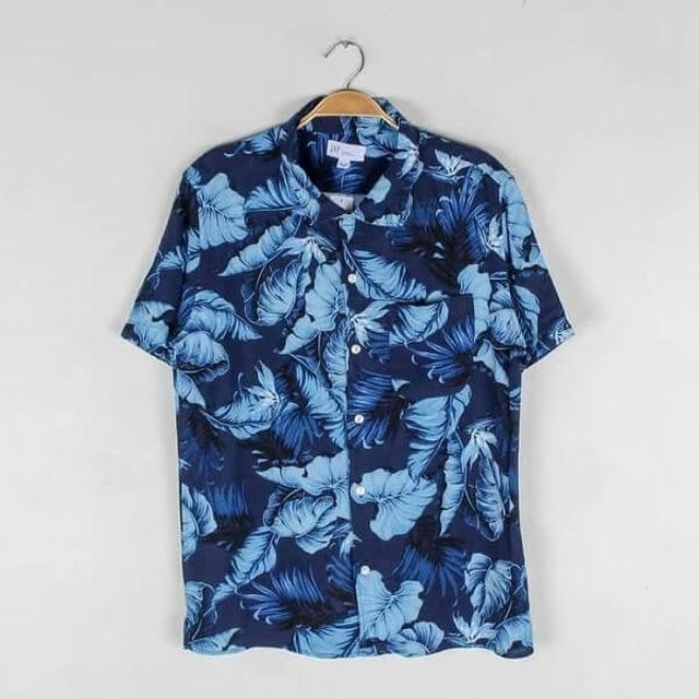 GAP  Standard Fit Tropical Print Short Sleeve Shirt 1