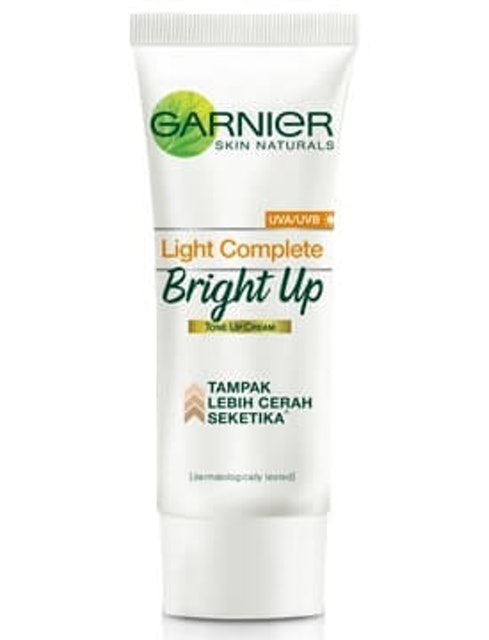 Garnier  Light Complete Bright Up Tone Up Cream 1