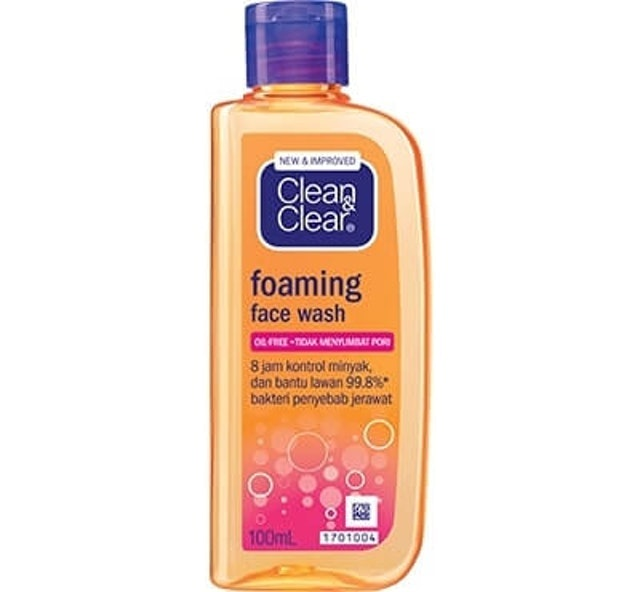 Clean & Clear  Foaming Face Wash 1