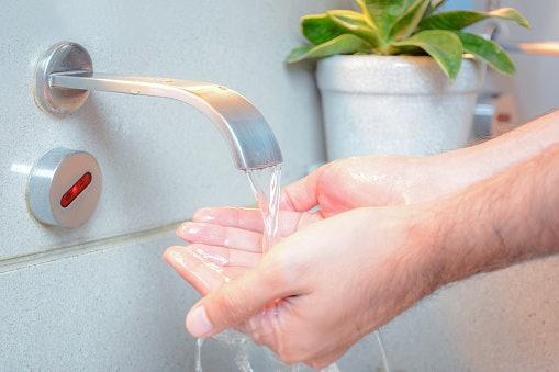 Kran sensor/otomatis: Lebih hemat air
