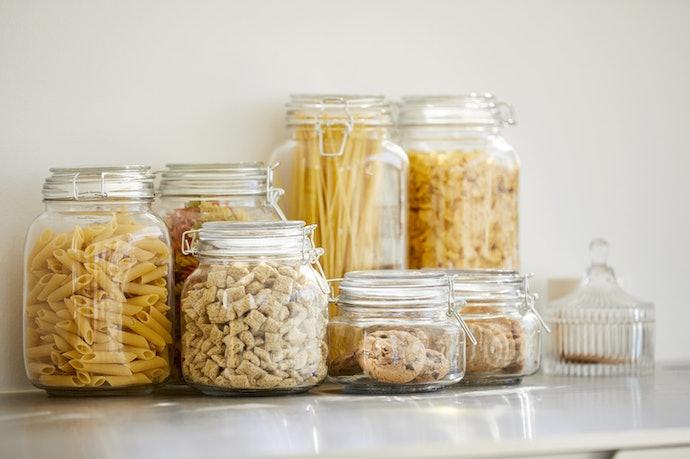 Toples kaca, tidak mudah rusak dan membuat makanan lebih tahan lama