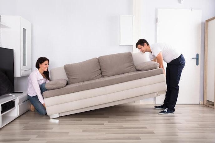 Pilih ukuran sofa yang pas dengan ruangan Anda