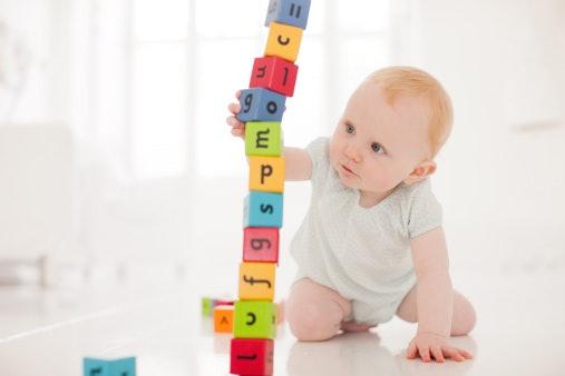 Untuk meningkatkan daya kognitif dan motorik anak, pilih lego, puzzle, blok, atau activity table