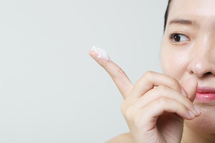 Tekstur eye cream yang terasa nyaman di kulit Anda