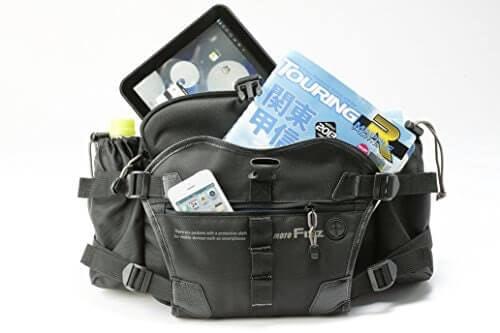 Hip bag, pas untuk membawa kamera digital atau handuk berkat ukurannya yang sedang