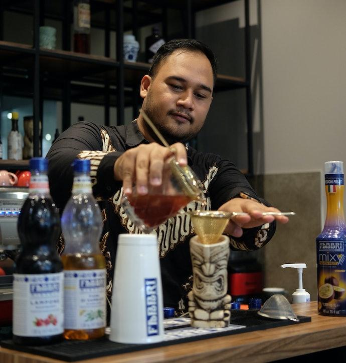 Tips menyeduh teh dengan baik dari tea mixologist, Cakra Virajati