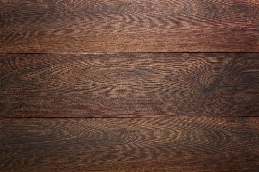 Material kayu: Lebih kokoh dan tampak natural