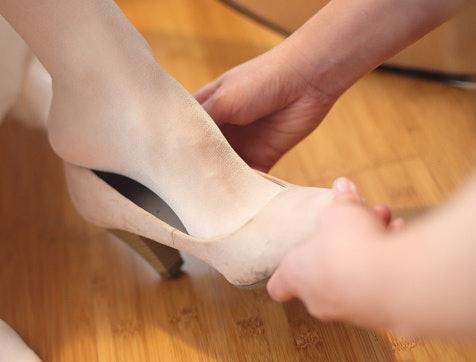 Pastikan Anda memilih ukuran yang pas di kaki