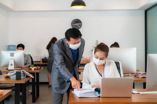 Full-time: Bekerja penuh untuk kepentingan perusahaan