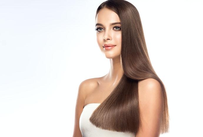 Melindungi helai rambut dari sinar UV (ultraviolet)