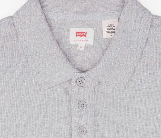 Polo shirt: Kerahnya mirip kemeja dan kesannya lebih serius