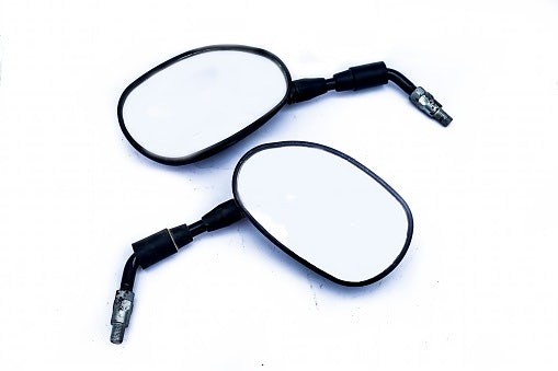 Cek ukuran kaca spion dan tangkainya