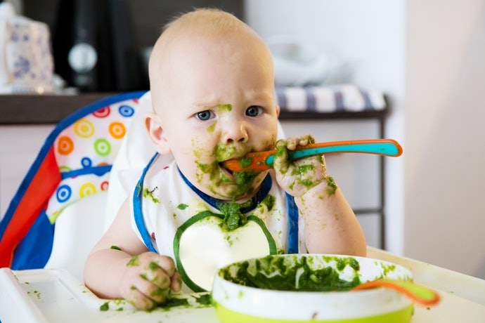 Feeding spoon : bukan untuk bayi yang sedang belajar makan sendiri