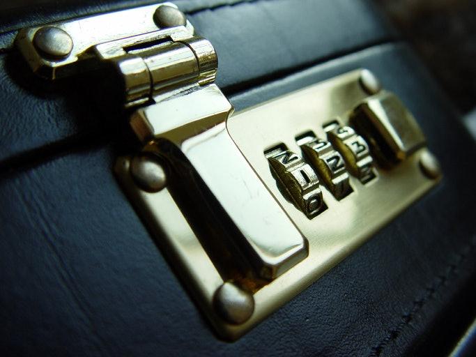 Pertimbangkan sistem keamanan pada tas dokumen