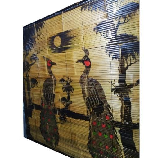 Tirai bambu bermotif, bisa dijadikan dekorasi ruangan