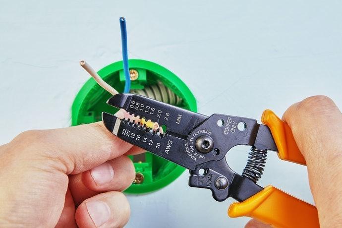 Tipe manual, mudah ditemukan dan cocok untuk kabel tipis