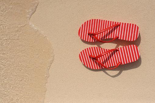 Jangan lupakan desain atau motif permukaan sandal