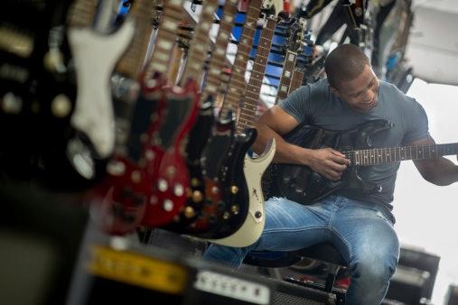 Periksa keaslian gitar Ibanez pilihan Anda