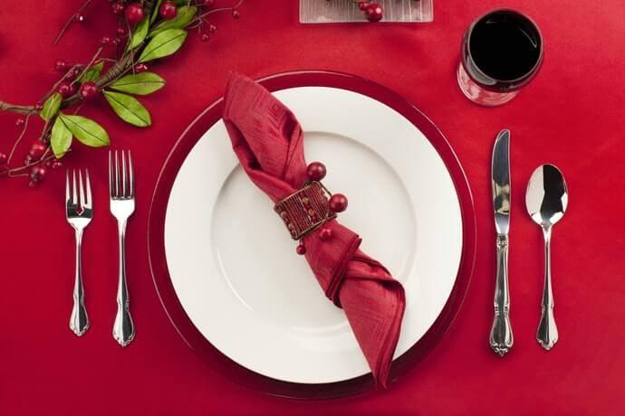 Pertimbangkan garpu grosir atau set dengan alat makan lainnya