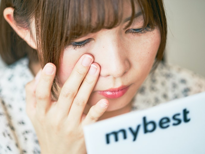 ① Pilihlah yang mampu menutupi pori wajah cukup dengan polesan tipis