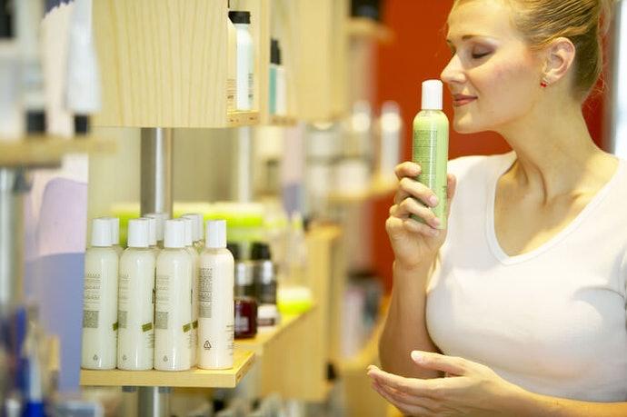 Beberapa bahan kandungan dapat menambah aroma pada shampoo