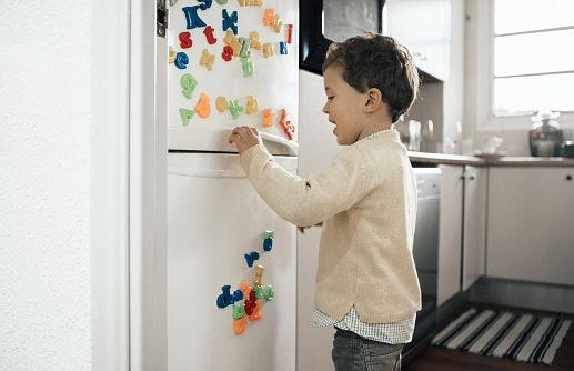 Magnet buah atau huruf, bisa dijadikan media belajar anak