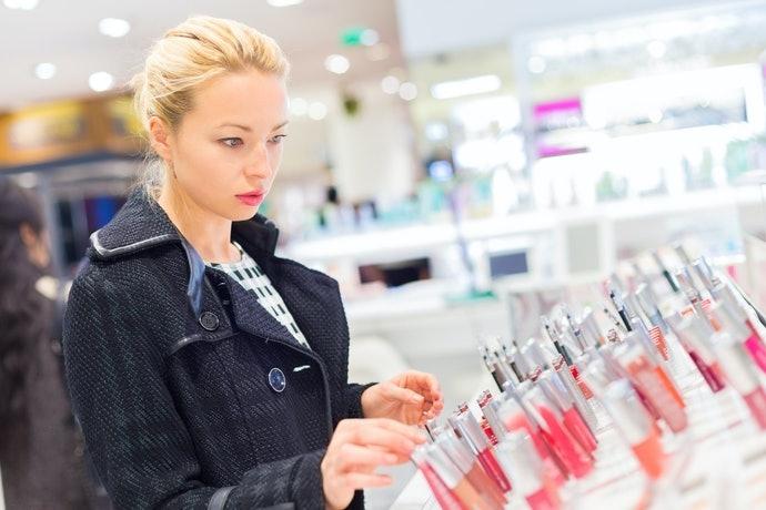 Temukan warna lipstik yang sesuai dengan skin tone atau warna rambut Anda