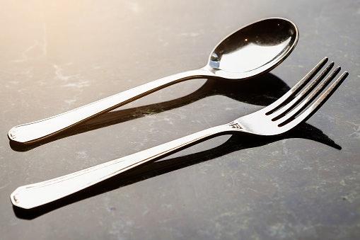 Souvenir sendok garpu stainless steel, tonjolkan kesan mewah