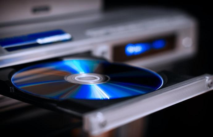 Kompatibel dengan CD dan DVD,  nyaman berkendara bersama keluarga dengan anak-anak