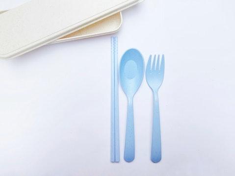 Souvenir sendok garpu jerami gandum, warnanya colorful