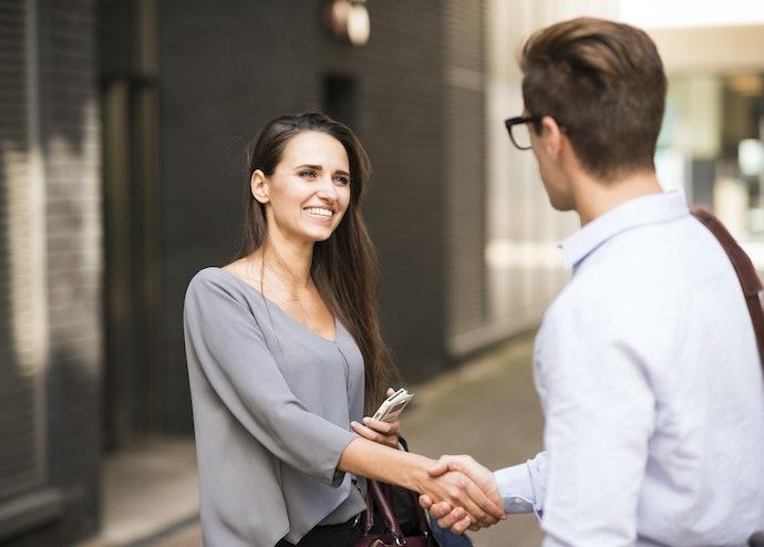 Pertemuan yang mengesankan, serunya mengikuti awal perjalanan sebuah cinta