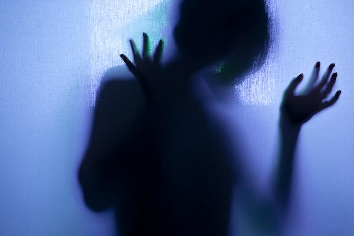 Horor psikologi, cerita horor yang menonjolkan sisi psikologis tokohnya